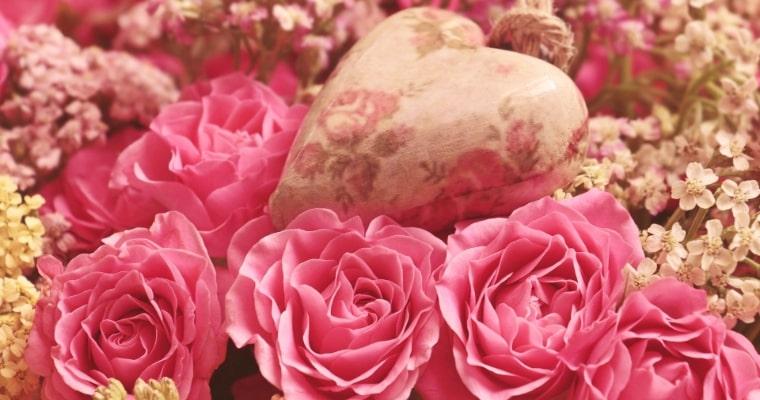花とハートマークの写真